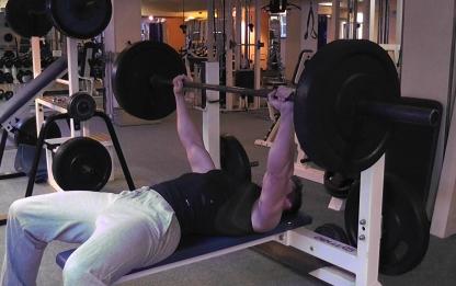 Maschinentraining gegen Training mit freien Gewichten