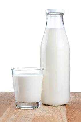 Was ist besser – Milch oder Wasser als Durstlöscher?
