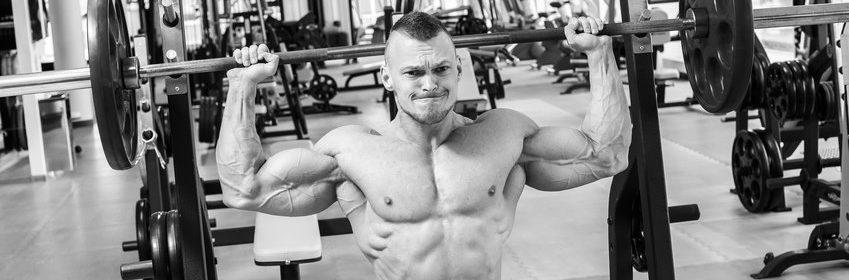 Schultertraining mit Schulterdrücken Nackendrücken mit Langhantel
