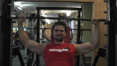 Schultertraining – Schulterdrücken frei und an der Maschine