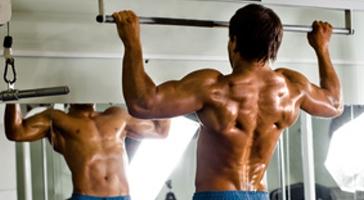 breite Klimmzüge für breite Rückenmuskeln