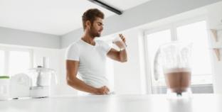 Proteinshakes: Shaker, Küchenmaschine vs. Stabmixer